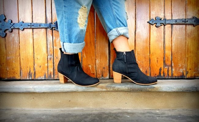 ANKLE BOOTS AND BOYFRIEND JEANS