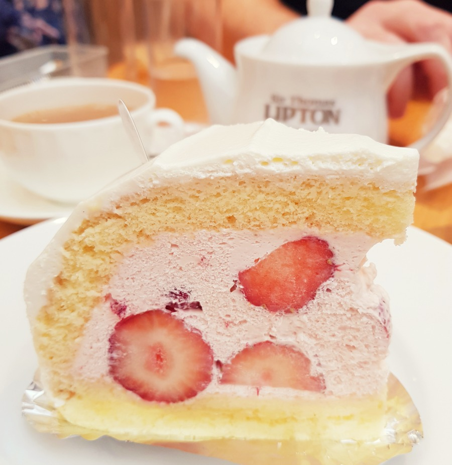 cake in japan by styling curvy