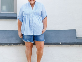 Jenni from Styling Curvy is wearing the Leonie top in Little Boy Blue from Kennedys Boutique with denim shorts and sneakers.